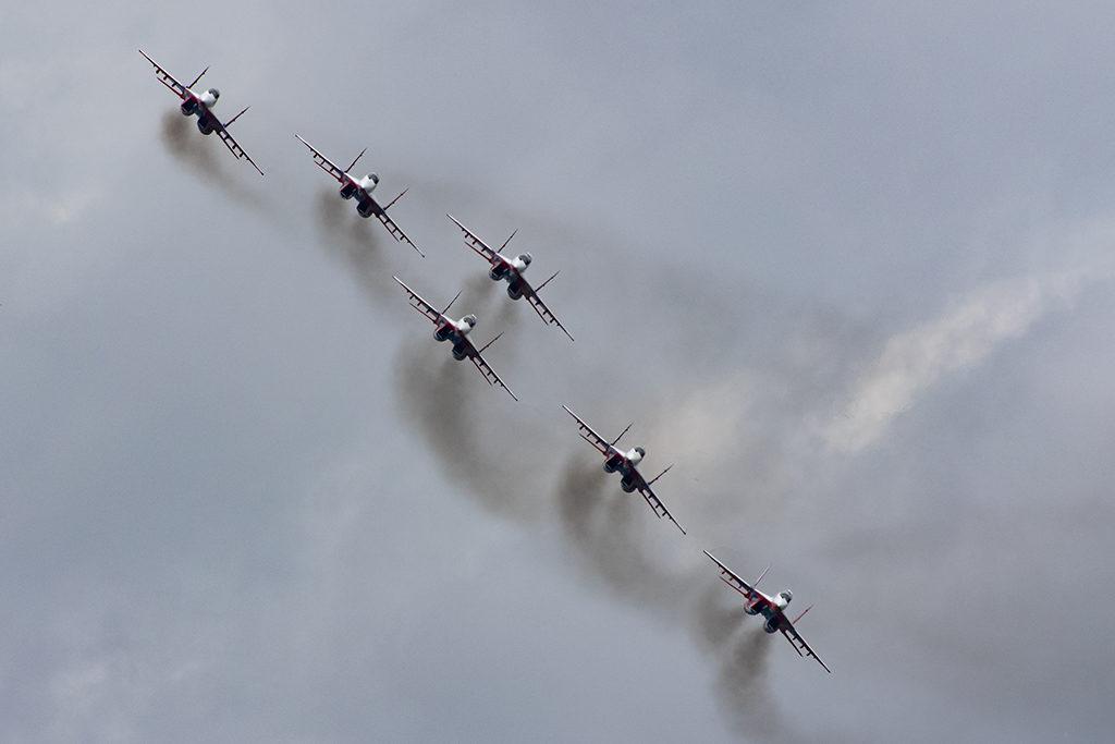 Шестерка МиГ-29 на вираже.  Дмитрий Шваб | Военная фотография