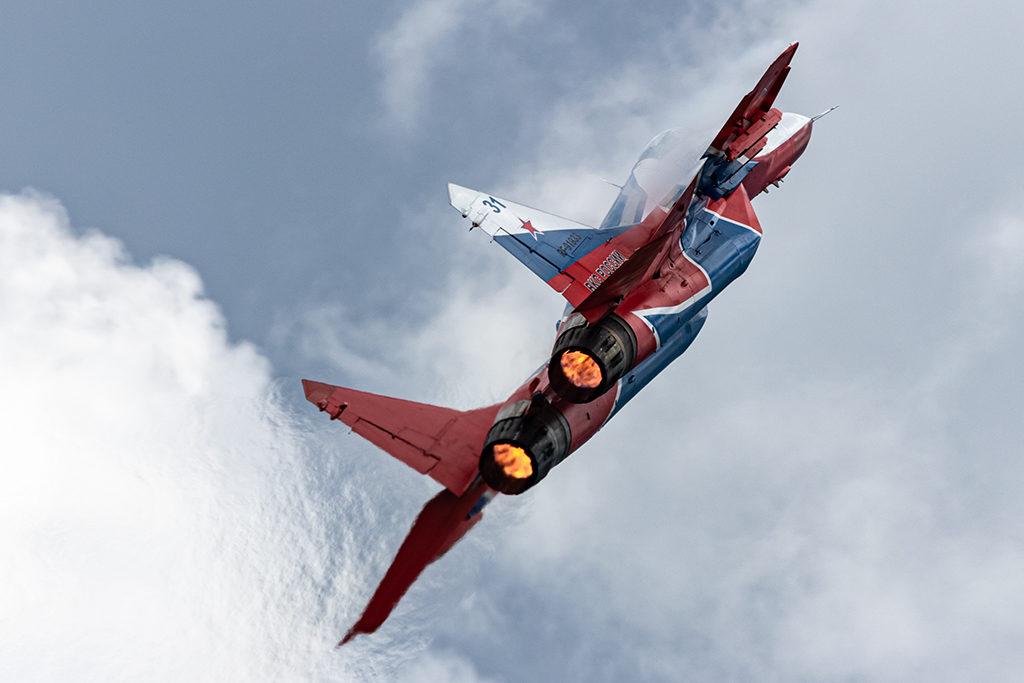 Сольный пилотаж на форсаже.  Дмитрий Шваб | Военная фотография