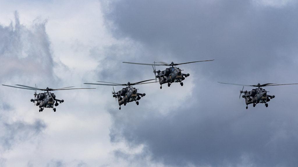 Группа заходит в зону для пилотажа.  Дмитрий Шваб | Военная фотография