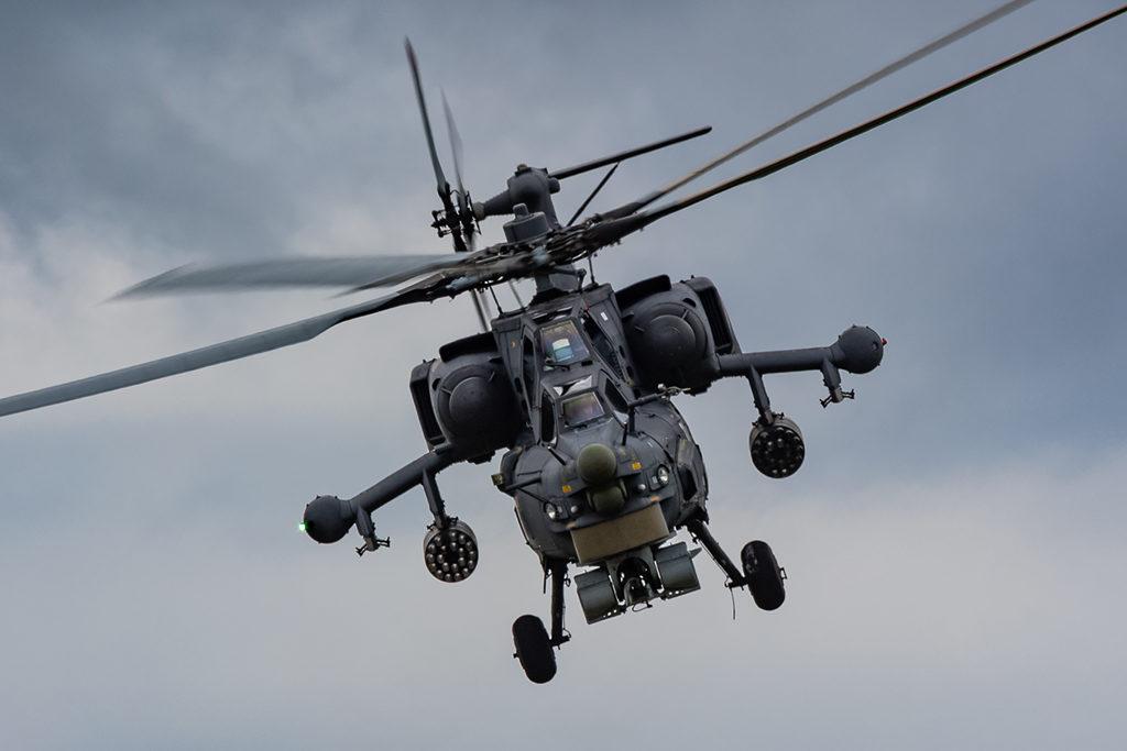 Грозный Ми-28Н приветствует зрителей поклоном.  Дмитрий Шваб | Военная фотография