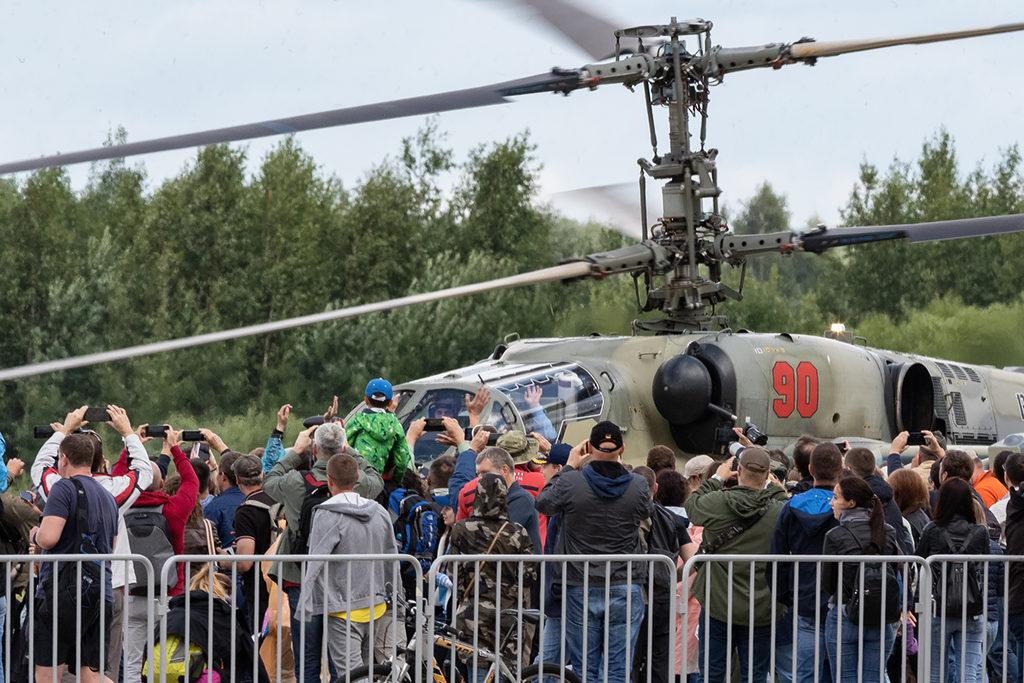 Ка-52 Бакин и зрители