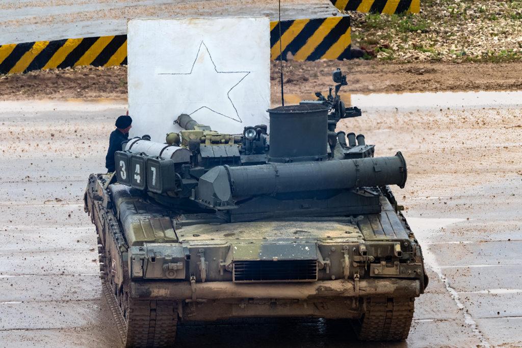 Демонстрация возможностей СУО танка Т-80У. Танк может не только воевать, но еще и рисовать картины...  Дмитрий Шваб | Военная фотография
