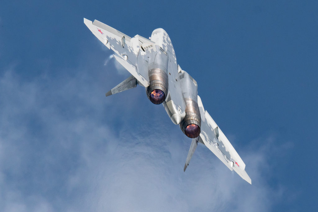 Сольный пилотаж Су-57.