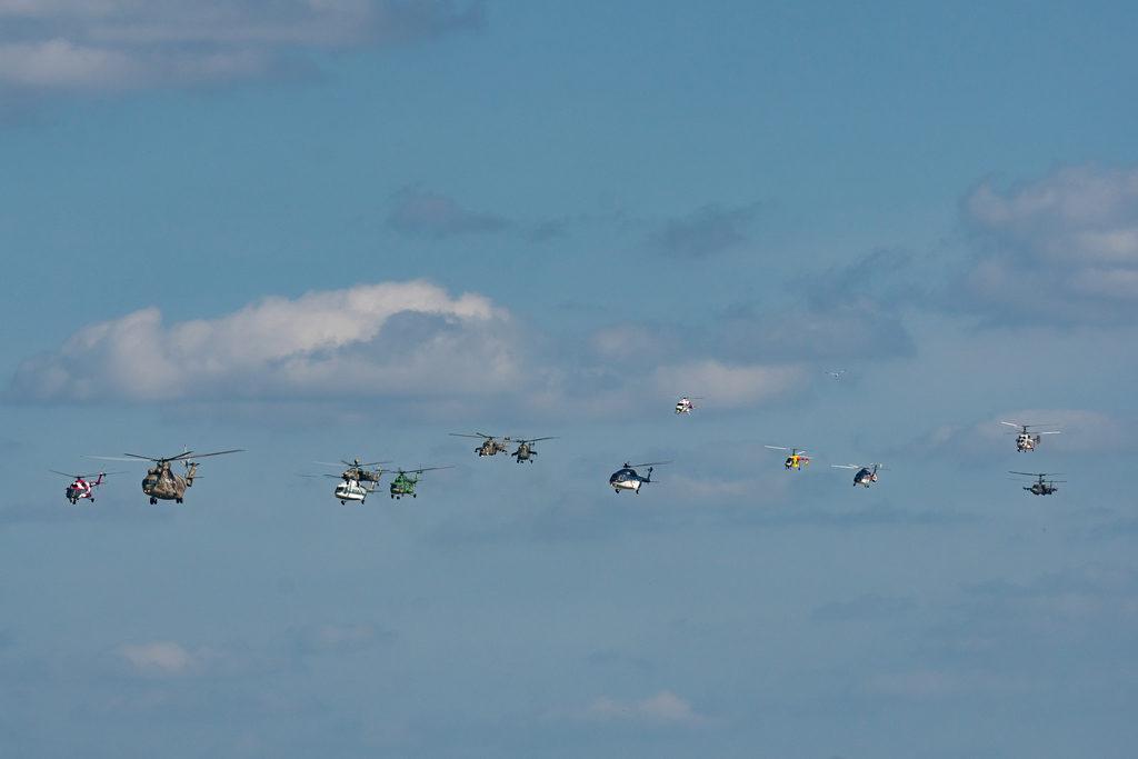 Проход строем продукции холдинга «Вертолёты России»