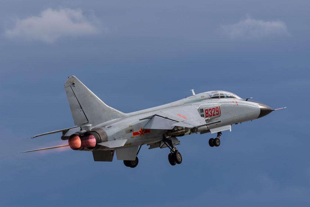 Авиадартс-2019. Xian JH-7 на взлете.