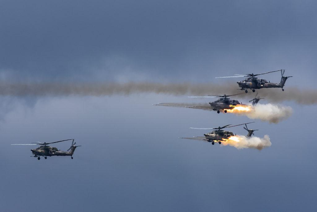 Ми-28Н атакуют условного противника
